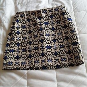 Fin mönstrad kjol, knappt använd 😊.                                Frakt tillkommer