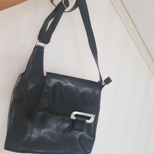 Superfin Vintage-väska i bra kvalité! Möts upp i Stockholm annars står köparen för frakt 💕