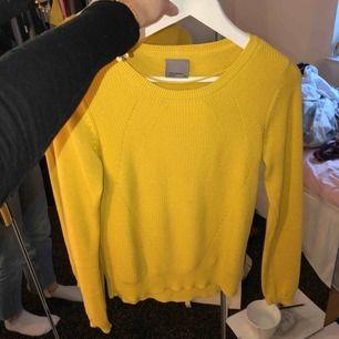 Fin tröja från Vero moda! Väldigt sällan använd så den d i helt nytt skick💕