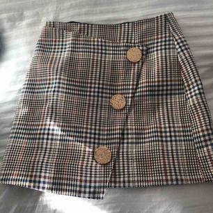 Snygg kjol från river island, aldrig använd då den var för stor. Fint skick och pris går att diskutera