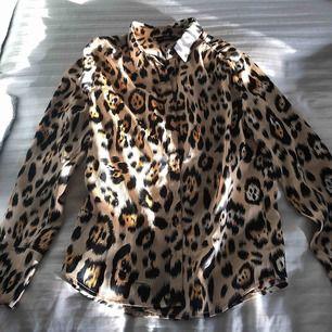 Leopardskjorta från Nelly (only) aldrig använd då den inte passade. Fint skick och pris går att diskutera