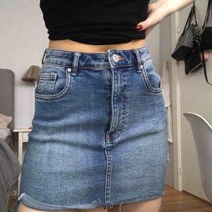 jeans kjol ifrån Zara, fraktar emot kostnad eller möts i uppsala😊