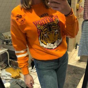 Orange tröja från Ginatricot. Knappt använd.