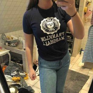 Mörkblå t-shirt från Franklin&Marshall