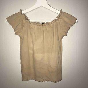 Off shoulder tröja i beige färg🌸