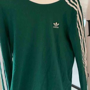 Långärmad T-shirt från Adidas, storlek 36, nypris 349kr. Som ny då den knappt är använd!