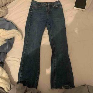 Kickflare jeans från Gina Tricot i storlek 34
