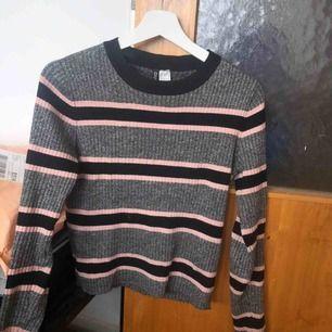 Fin tröja från h&m (från divided) i storlek M men passar även som en S. Använd få gånger💓