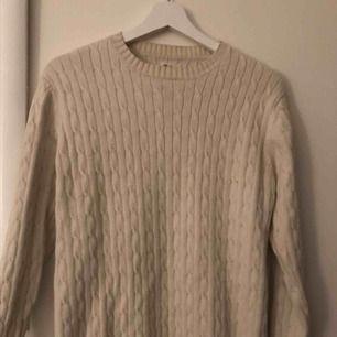 Fin ribbad tröja som knappt använts!! Pris kan diskuteras 😊