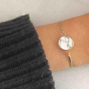Sååå fint armband från Cluse som tyvärr börjar bli lite tight för mig :((  Riktig marmorskiva i 🤍 (nypris: 800kr)