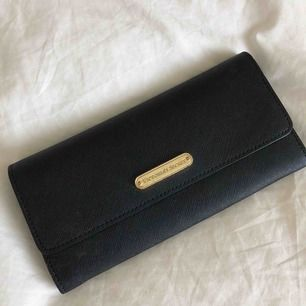 Säljer min gamla plånbok som jag använt ett tag därav priset, den är från Victorias Secret