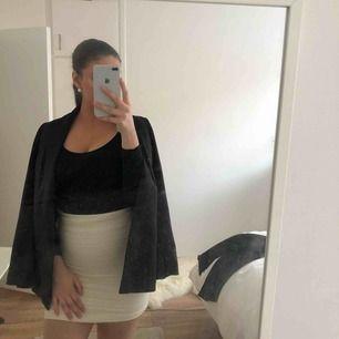 Oanvänd benvit kjol från h&m