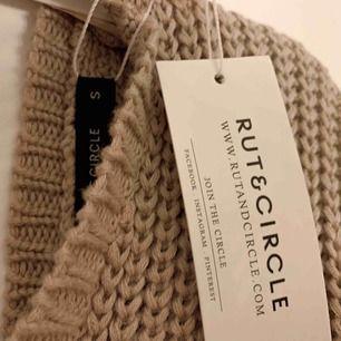 """Jätte fin tröja från """"RUT&CIRCLE"""" Storlek S men skulle säga att den passar M väldigt bra också. Helt ny aldrig använd."""