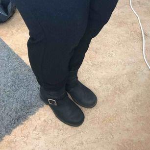 Säljer mina skor av äkta läder