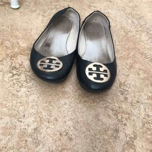 Säljer ett par skor