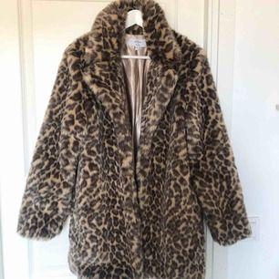 Sååå snygg leopardjacka från NA-KD som bara är använd 1 gång!!! 🐆 (nypris: 700kr)