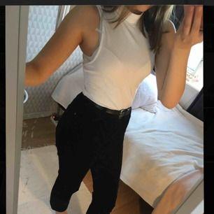 Jättesnygga svarta Manchester byxor!!🖤 Säljer pga att dom är lite för stora.✨