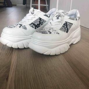 Använda 1 gång!! Tyvärr lite för små för mig. Supersnygga chunky skor från boohoo.