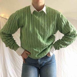 As snygg oversized kabelstickad tröja från Alan Paine! Köpt 1000kr. Frakt 50kr eller möts upp i Thn