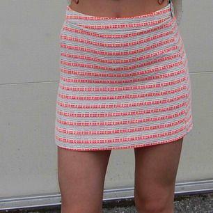Helt ny och oanvänd kjol från River island i stl S, alla lappar kvar! Frakt 44kr _____________________________________________________________ Många annonser ute! Ta en titt!