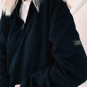 Super fin svart sweater från Carlings med zip. Strl 36/S Fint skick!