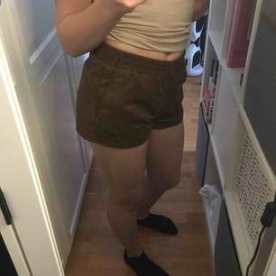 Shorts från h&m använda få gånger. Köparen står för frakt💛