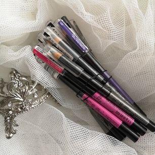 Ögon pennor (eyeliner pennor) från the body shop blandade färger 40kr stk