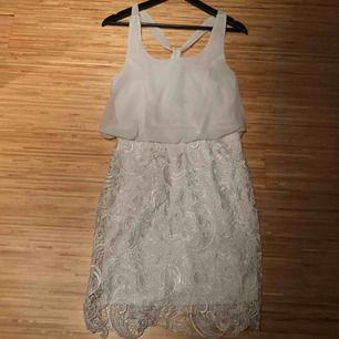 Super fin oanvänd klänning. Lapparna kvar. 150 SEK inkl frakt.