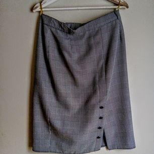 Hittade en jätte fin vintage kjol som är för stor men för värdefull att kasta! Går att ha sommar som vinter.