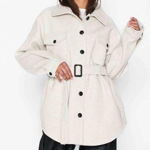 Säljer min nelly jacka som är super fin! Har aldrig använt den så den är som ny. Säljer på grund av att jag vill ha en annan färg. Möts upp i Stockholm men kan också frakta (köparen står för frakten)!