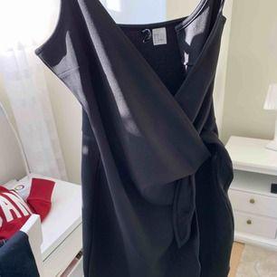 FRI FRAKT  Fin klänning från hm. Aldrig använd!