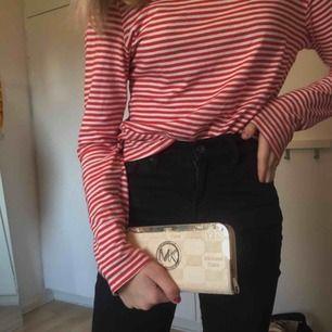 SÅ FIN plånbok från London! Michael Kors men kan ej garantera att den är äkta! 🤩🥰👊👊👊