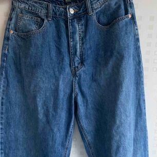Hög midjade boyfriend jeans från PLT. Oanvända. Köpt för 600kr.