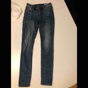 Superfina jeans från crocker, endast använt fåtal gånger.