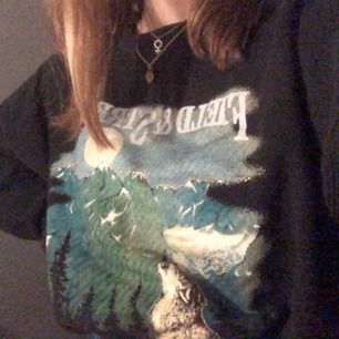 Asfrän sweatshirt från beyond retro!! Fraktpris kan diskuteras
