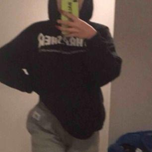 Säljer min trasher hoodie jätte fin o bra skick men mst fan ha pengar👊🏼💞