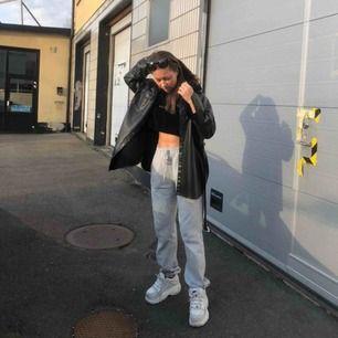 Croppad hoodie från PUMA i velvet🤘🏽🤘🏽🤘🏽🖤🤍 Frakt inräknad i priset!!