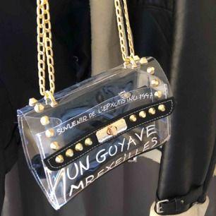 Super cool väska! Köpt i usa vet därav inte märket är helt oanvänd! Startbud: 80kr buda i meddelanden inte kommentar😹😹