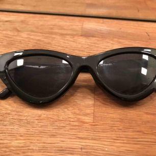 Coola solglasögon från Nelly.com! Nästan aldrig använda och i nyskick. Frakt tillkommer
