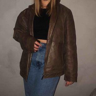 En oversized skinnjacka  Vintage