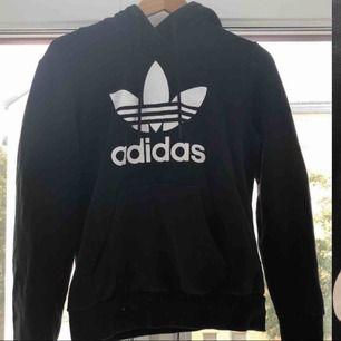 adidas hoodie i nyskick använd 2 gånger 250 med frakt 💓