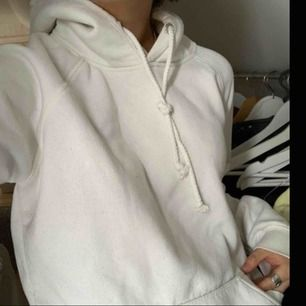 Vit hoodie i nyskick 200 med frakt