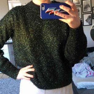 Tjock stickad tröja med glitter, helt oanvänd. Storlek Xs 💘💘✌🏽✌🏽