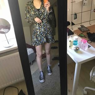 Säljer denna asballa klänningen från bikbok strl S som endast hunnits användas några få gånger tyvärr då den blivit lite kort för mig,( är 171)  omlott upptill!  Skriv om du har frågor!