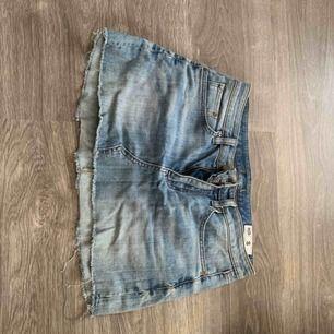 Fin jeanskjol från Carlings/Crocker  i storlek S som inte används längre. Köpare står för frakt