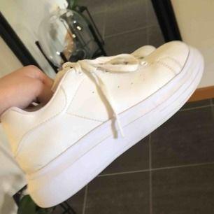 Knappt använda skor från Nelly i storlek 37! Jätte bra skick men för små för mig tyvärr:/ I priset ingår frakt!