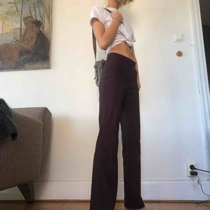 Secondhand kostymbyxor, står stl 28 men passar perfekt för S. Funkar perfekt till alla tillfällen