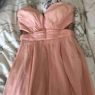 Ljusrosa klänning, passar xs också. köparen står för frakten