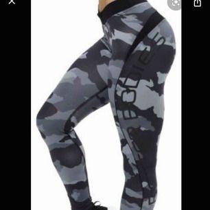 Säljer mina jätte snygga tights som aldrig kommit till användning, ny pris är 700-800