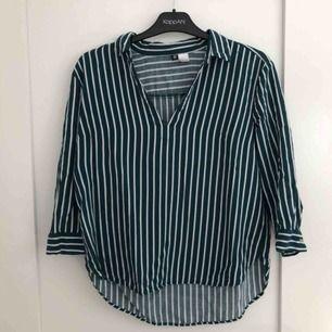 En jättefin skjorta som är använd ett fåtal gånger. Är i storlek 38 men passar även 36💕 70kr + frakt 💕